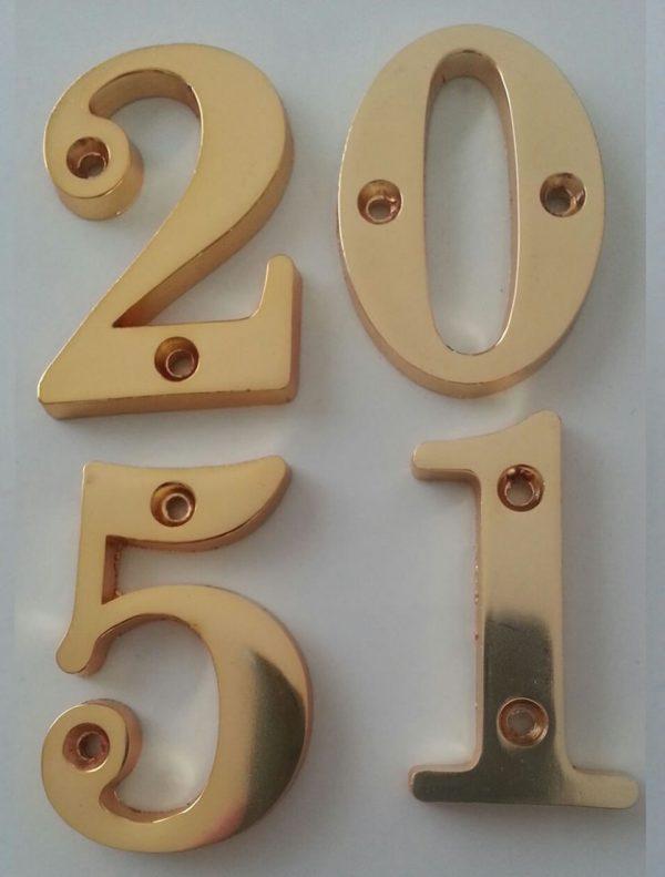sarı metal vidalı kapı numarası
